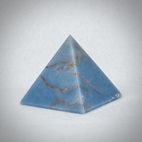 Angelit piramis